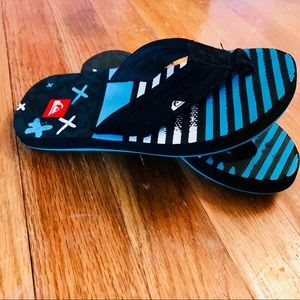 Quicksilver Black/Blue/White Flip flops SZ 10 EUC